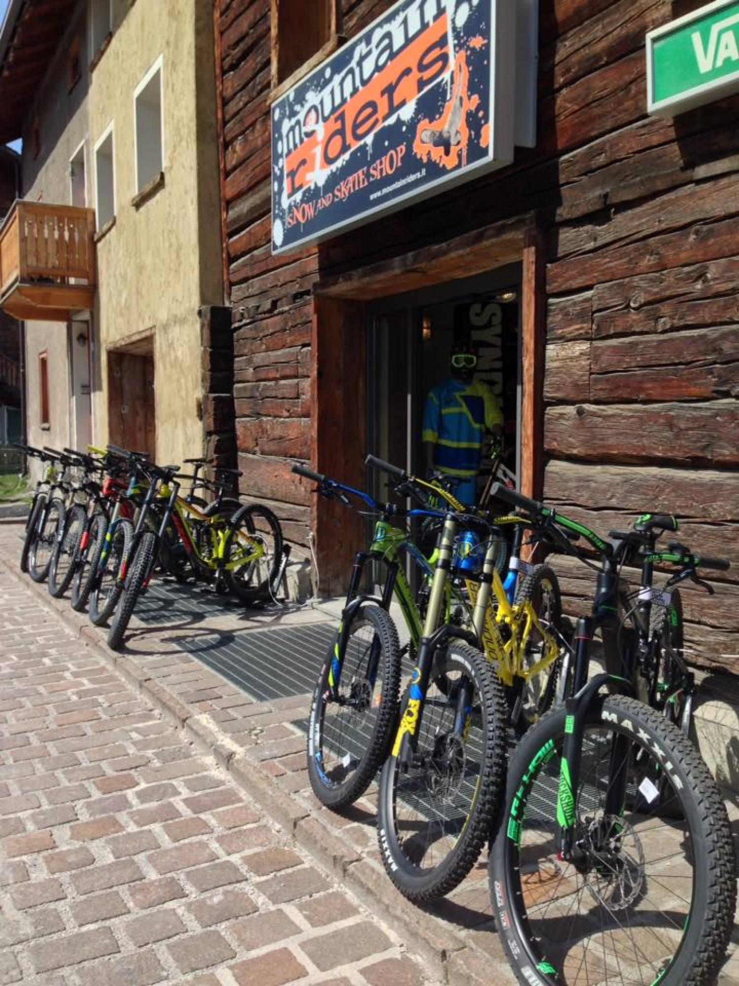 https://www.livignok.eu/Foto/Negozi/24/bici.jpg